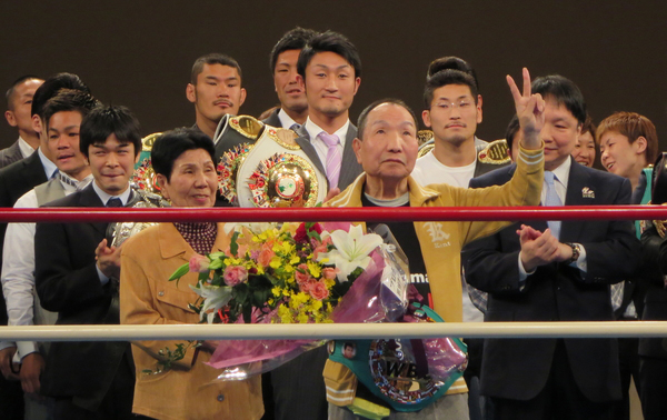 Iwao Hakamada at the Korakuen hall boxing ring