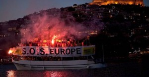 Lesvos_red_SOS_boat