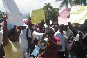 haiti-IDP-protest-PaP-08.10.13