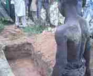 csm_210872_Two_suspects_are_walked_to_an_open_grave_before_men_in_military_uniform_shoot_them_in_Mari_Nigeria._e493b030f6