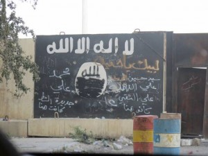 csm_211885_Tikrit__Iraq_-_Vandalized_insignia_of_the_IS_after_retaking_of_the_city._12210cd798