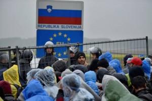 csm_220406_Queues_Form_In_Slovenia_As_Migrants_Wait_To_Cross_Its_Borders_59ca243ecb