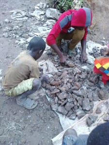 In July 2014, residents found a rich seam of cobalt ore running underneath their neighbourhood. Since the discovery hundreds of mines have been dug by artisanal miners in the neighbourhood. May 2015